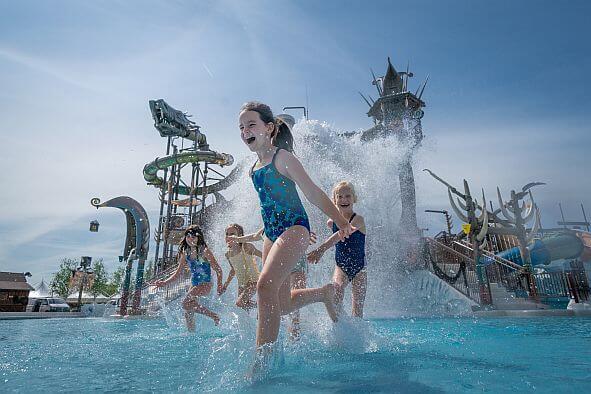 Rulantica Svalgurok - eine gigantische Schlange .... Deutschlands größter Outdoor-Wasserspielplatz mit über 100 Spielmöglichkeiten.